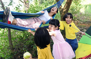 Children have fun at orchard in Kunming