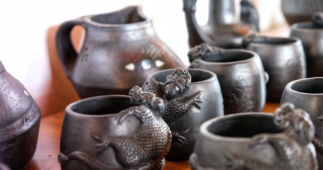 Larong Xiaoba draws in visitors with black pottery