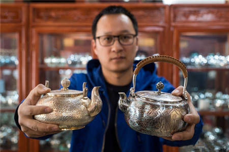 Online shopping boosts annual sale value of copper and sliver wares in China's Yunnan