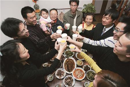 Taste of traditional reunion dinner in Kunming