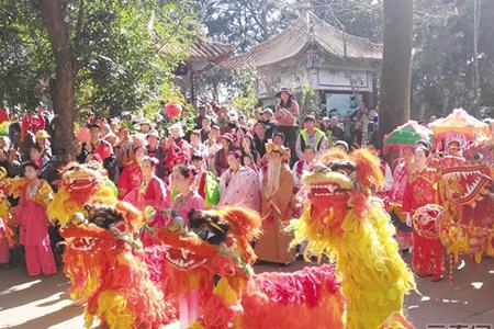 80,000 visit temple fair in Kunming