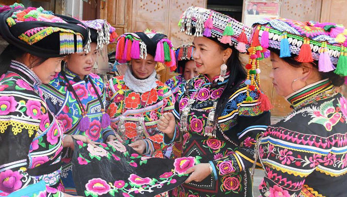 In pics: Story of embroidery inheritor of Yi ethnic group in Yunnan