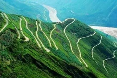 The zigzag road sections on Yunnan ridges