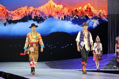 Traditional Tibetan costume revives in Shangri-La