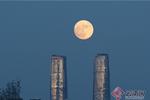 Beautiful moon and night view seen in Kunming