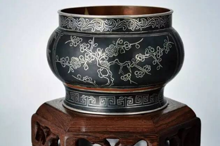 Silver-inlaid black copper gets ever more popular