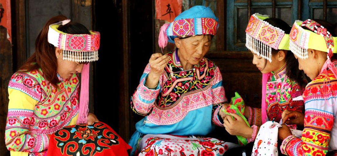 Yi people, egrets live in harmony in east Yunnan