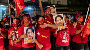 Suu Kyi's party poised to win