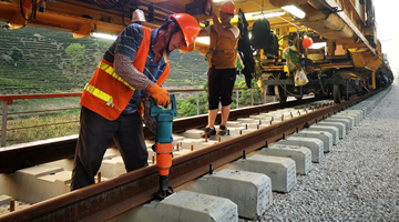 Track-laying on China-Laos line reaches Xishuangbanna